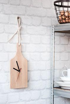 Du findest DIY Geschenke sind nur was für Mädchen? Nun, nicht bei uns! Diese minimalistische, lässige Küchenuhr imponiertauch Vätern, Boyfriends und Brüdern. Ein kreatives Lastminute-Geschenk für Deine Liebsten! // Weihnachten Geschenke Ideen Geschenkideen DIY Selbermachen Kreativ Howto Tipps Tricks Er Sie Einfach Günstig #Weihachten #Geschenke #Geschenkideen #Weihnachtsgeschenke #Selbermachen #DIY
