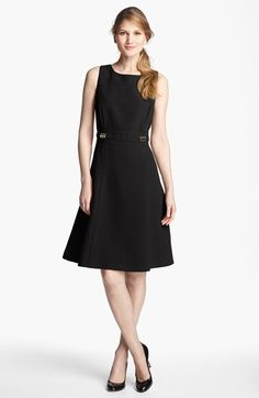 6. Vestido preto impecável
