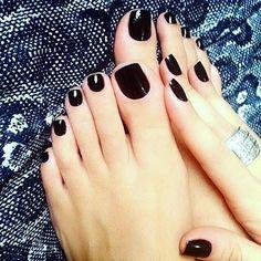 #blackcoal by #fedua   #if_youcommunity #loveifyou #bg #bergamo #villadalme #nailpolish #nail #pedicure #manicure #feet #smalto #esthetician #esthetics #hairstylist #professionalmakeup #professionalproducts
