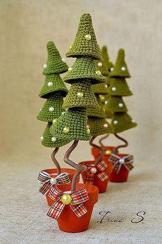 Crochet Christmas Decorations, Crochet Ornaments, Holiday Crochet, Crochet Crafts, Handmade Christmas Gifts, Christmas Toys, Homemade Christmas, Crochet Toys Patterns, Amigurumi Patterns
