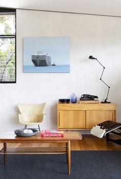 25 Table lamps for a modern livingroom design | Home&Decoration  #tablelamps #moderndesign #lightingideas  homeandecoration.com