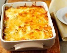Gratin de poulet à la crème et au jambon : http://www.cuisineaz.com/recettes/gratin-de-poulet-a-la-creme-et-au-jambon-72588.aspx