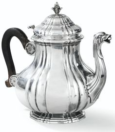 Large silver teapot by Pierre Bert Dunkerque, France Still Life Sketch, Still Life Drawing, Still Life Pencil Shading, Silver Teapot, Cuppa Tea, Designs To Draw, French Antiques, Metal Art, Antique Silver
