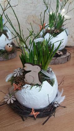 Deko Ostern Deko Ostern The post Deko Ostern appeared first on Knutselen ideeën. Easter Table Settings, Easter Table Decorations, Christmas Decorations, Egg Shell Planters, Diy Crafts To Do, Deco Floral, Easter Holidays, Spring Crafts, Easter Crafts