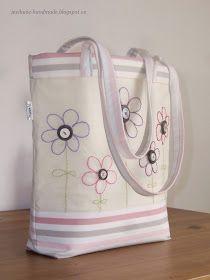 Ušít takovouto tašku není nic složitého - tuto konkrétní jsem vytvořila pro svou swappartnerku v dalším swapu na Fleru a pro vás ostatn...