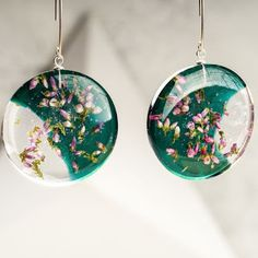 resin Houses become Homes Article Body: Having bought a house, the next step is to get the interiors Resin Jewlery, Making Resin Jewellery, Polymer Clay Jewelry, Jewellery Earrings, Diy Resin Art, Diy Resin Crafts, Jewelry Crafts, Diy Resin Furniture, Bijoux Diy