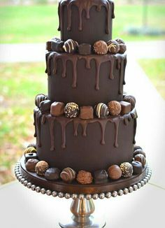 Love chocolate cake any time to satisfy your mood for something sweet. That's why my top pick of chocolate cake recipe must be great for everyone. Gorgeous Cakes, Pretty Cakes, Amazing Cakes, Bolo Tumblr, Rodjendanske Torte, Bolo Cake, Wedding Cake Inspiration, Wedding Ideas, Drip Cakes