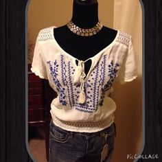 American Eagle Blue/Wht Crop Peasant Top, Size XS American Eagle Blue/Wht Crop Peasant Top, Size XS, only worn couple times, trades wear ✅ pet and smoke free home ✅ bundle discounts only , 55% cotton 45% viscose American Eagle Outfitters Tops Crop Tops