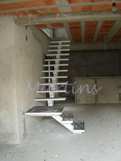 Escadas Metálicas Martins e CIA.| São Caetano do Sul-SP e Grande ABC Home Stairs Design, Stair Railing Design, Interior Stairs, House Design, Steel Stairs, Loft Stairs, House Stairs, Concrete Staircase, New Staircase