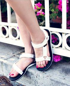 048ccac4f9d2c5 Teva sandals Head To Toe