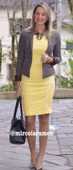 Look de trabalho - look do dia - look corporativo - moda no trabalho - work outfit - office outfit - fall outfit - frio - look de outono - vestido amarelo - yellow dresses - Executiva