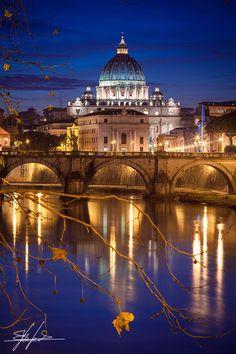 St Peter's de noche, Roma, Italia