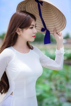 Want to be as beautiful as Aliya? Put it dieton the, Tattoos are a style statement! Vietnamese Traditional Dress, Vietnamese Dress, Traditional Dresses, Hot Girls, Sexy Asian Girls, Ao Dai, Beautiful Asian Women, Asian Woman, Asian Beauty
