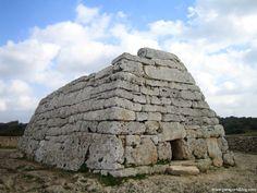 ARQUITECTURA TALAYÓTICA: Naveta des Tudons, Menorca, Illes Balears, 1100-750 a. de C.