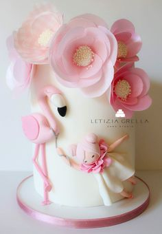 Flamingo cake To learn how to make delicious, moist, pretty cakes join me on my facebook group https://www.facebook.com/groups/606200212912406/