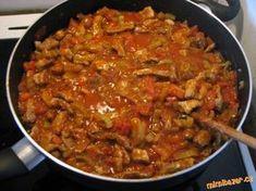 ***Začíná se osmahnutím cibulky,pak se přidá maso nakrájené na nudličky,až je maso orestované ,tak s... Czech Recipes, Ethnic Recipes, Pork Recipes, Cooking Recipes, Food 52, Food Porn, Curry, Food And Drink, Yummy Food