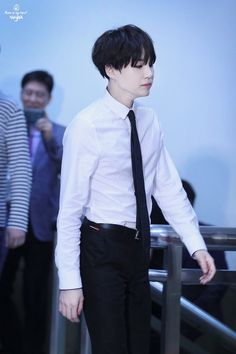 [PANN] 170512 Seriously Min Yoongi has a killer suit fit - Peachisodaworld