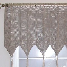 Diamond Medallion Valance-Man I have got to lean to crochet! This is awesome!