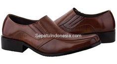Sepatu pria JKC 16-9 adalah sepatu pria yang nyaman dan elegan....