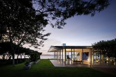 Fishers Island Glass House by Thomas Phifer and Partners | HomeDSGN, a daily source for inspiration and fresh ideas on interior design and home decoration.