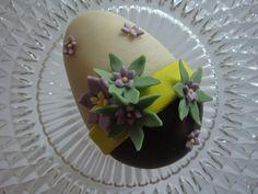 Himmelske kager: Påske æg med et strejf af træstamme / romkugle