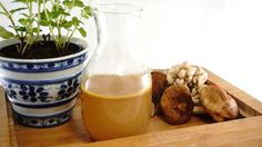 Caldo de cogumelos caseiro (mushroom stock) - https://www.casalcozinha.com.br/receita/caldo-de-cogumelos/
