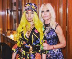 Nicki Minaj x Donatella Versace ❣️ Nicki Minaj Rap, Nicki Minja, Jheri Curl, Black Goddess, Bleach Blonde, Donatella Versace, Comb Over, Black Barbie, Celebrity Look