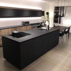 amaccoさんはInstagramを利用しています:「キッチンは多分#graftekt にします。色はベトングレーで、ペニンシュラタイプ。 真横にパントリーが欲しい✨ ・ 多分、というのはまだ見に行けてないので😅ハウスメーカーの展示場で違うお色のは見たことがあり、シンクのスッキリ感が素敵でした。…」 Minimal Kitchen, Modern Kitchen Design, Design Moderne, Cuisines Design, Home Kitchens, Minimalism, Kitchen Cabinets, New Homes, Interior Design