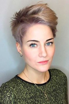 Are you dreaming of trying short pixie hairstyles? Then do it now! 2018 is just the right time for you to try out this hair styling. #shortpixiehairstyles #pixiehairstyles #pixiehaircuts #hairstyles