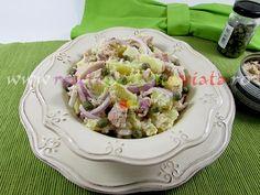 Salata de ton cu cartofi este o salata consistenta si sanatoasa ce poate fi consumata fie ca aperitiv, fie ca fel principal de mancare.
