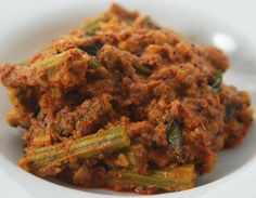Andhra Drumstick Curry - Sour drumsticks, cooked in an Andhra style curry. Indian Vegetarian Dishes, Vegetarian Recipes, Indian Dishes, Vegetarian Cooking, Veg Curry, Potato Curry, Andhra Recipes, Indian Food Recipes, Indian Snacks