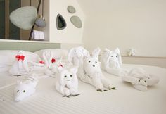 Best of the Maldives: Towel Animals – LUX South Ari Atoll Towel Animals, Maldives Resort, Origami, Cleaning, Crafts, Art, Towels, Art Background, Manualidades