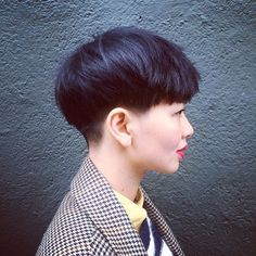 The pixie cut is the new trendy haircut! Put on the front of the stage thanks to Pixie Geldof (hence the name of this cup!), Many are now women who wear this short haircut. Pixie Haircut, Short Haircut, Bowl Haircut Women, Hair Inspo, Hair Inspiration, Bowl Haircuts, Look 2018, Corte Y Color, Haircut And Color