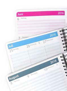 Wähle Dein Kalendarium aus 8 Farben! Mit ein paar Klicks stellst Du ein, ob Dein Kalender den Inhalt    ☆ im Quer- oder Spalten-Format haben soll,   ☆ mit Zeitangabe oder ohne,  ☆ mit Mondphasen,  ☆ Namenstagen,  ☆ Feiertagen für D oder AT