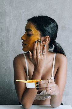 Tumeric Face Mask A Traditional Honey And Turmeric Mask for the Season Honey And Turmeric Mask, Diy Turmeric Face Mask, Honey Face Mask, Tumeric Face, Homemade Face Masks, Diy Face Mask, Best Acne Remedies, Diy Peeling, Best Eyebrow Products