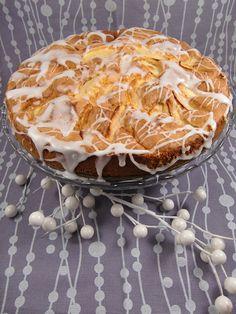 Mhhhontags-Rezept: Schneller, supereinfacher, versunkener Apfelkuchen mit Puderzucker-Zitronen-Stricheleien