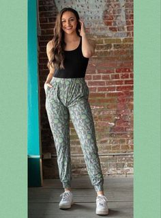 Cactus print extremely comfortable drawstring pant. These have stretch. Small: 2/4 Medium: 6/8/10 Large: 12/14 #cactus #boutique #westernstyle #shopping #outfits #joggers #bohostyle #boho #outfitoftheday #outfitinspiration #ootd Cactus Print, Drawstring Pants, Fashion Boutique, Outfit Of The Day, Parachute Pants, Boho Fashion, Joggers, Texas, Ootd