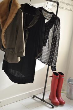 DIY Clothing Rack. I really want to make this...