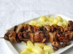 Mäsovo-hubové špízy Baked Potato, Pork, Potatoes, Baking, Ethnic Recipes, Red Peppers, Kale Stir Fry, Potato, Bakken