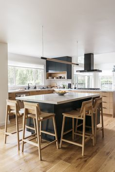 Galley Style Kitchen, Minimal Kitchen, Interior Design Studio, Interior Styling, All White Kitchen, Upper Cabinets, Kitchen Styling, Modern Minimalist, E Design