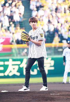 BTS threw the first commencement ball before the Japanese professional baseball game. According to Universal Music japan, BTS partici. Maknae Of Bts, Jungkook Oppa, Bts Jin, Bts Bangtan Boy, Taehyung, Jung Kook, Busan, Namjoon, Kpop