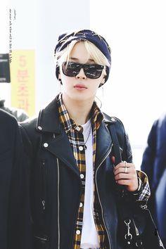 Park Jimin ☆ Airport ☆ BTS in Incheon Airport ☆ Credits by Jimin Jungkook, Taehyung, Bts Bangtan Boy, Bts Boys, Jimin Airport Fashion, Bts Airport, Kpop Fashion, Airport Style, Park Ji Min