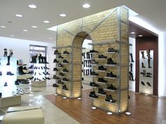 Top center shoe store by andrej semenchuk, lutsk ukraine shoes fixture. Shop Interior Design, Retail Design, Store Design, Garage Metal, Pop Up, Store Interiors, Healthy Living Magazine, Kids Diet, Shop Front Design
