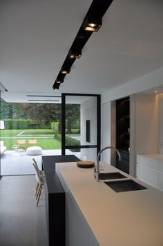 The black accents are nice. House VGL Belgium by vlj-architecten - Kitchen Interior Design Kitchen, Modern Interior, Interior Architecture, Küchen Design, House Design, Design Trends, Minimalist Kitchen, Home Kitchens, Sweet Home