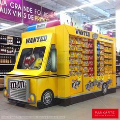 m&m's Gigantic Bus Display | Display Pallet | point of purchase at thesellingpoints.com