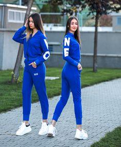 Completo Sportivo Ragazza di colore azzurro con patch bianco. Pantalone a vita alta, gamba affusolata con elastico sul fondo. Giacca coordinata con collo pistagna e chiusura frontale con zip in contrasto di colore.   - 10/11 Anni (134cm - 140cm)   - 12/13 Anni (140cm - 150cm)   - 14/15 Anni (150cm - 160cm) Twin Outfits, Soho, Twins, Shopping, Image, Small Home Offices, Gemini, Twin