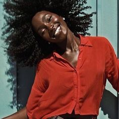 Weekend  Please feel free to tag #afrohair #teamnatural #weekend #afrogerman #naturalhair #ghana #naturalhaircare #twa #protectivehairstyle #afro #fro #naturalhairjunkie #nappy #teamtwa #4chairchicks #hairtip #hamburg #naturalhaircommunity #naturalhairdocare #frolicious #curlyhairbeauties #naturalhairdaily #froliciousbeauty #dance #befrolicious #africaninspired #fashionblog #naturalhairblog