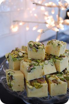 My Shabby chic house  Saffron Fudge with pistachios  In canned sweetened condensed milk   500 g white chocolate   0.5 g saffron   25 g butter   2 cups pistachios