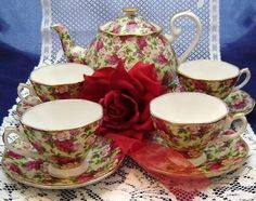 By: ROYAL ALBERT. IT HAS RETIRED FOR FEW YEARS NOW AND IS EXTREMELY HARD TO FIND. THIS SET HAS NEVER BEEN REMOVED FROM THE BOX. THE PICTURE IS OF AN OPEN SET. | eBay!