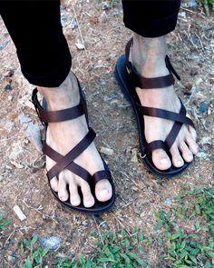 Men Sandals, Socks And Sandals, Flip Flop Sandals, Gladiator Sandals, Leather Sandals, Cruise Attire, Men's Shoes, Shoe Boots, Male Feet